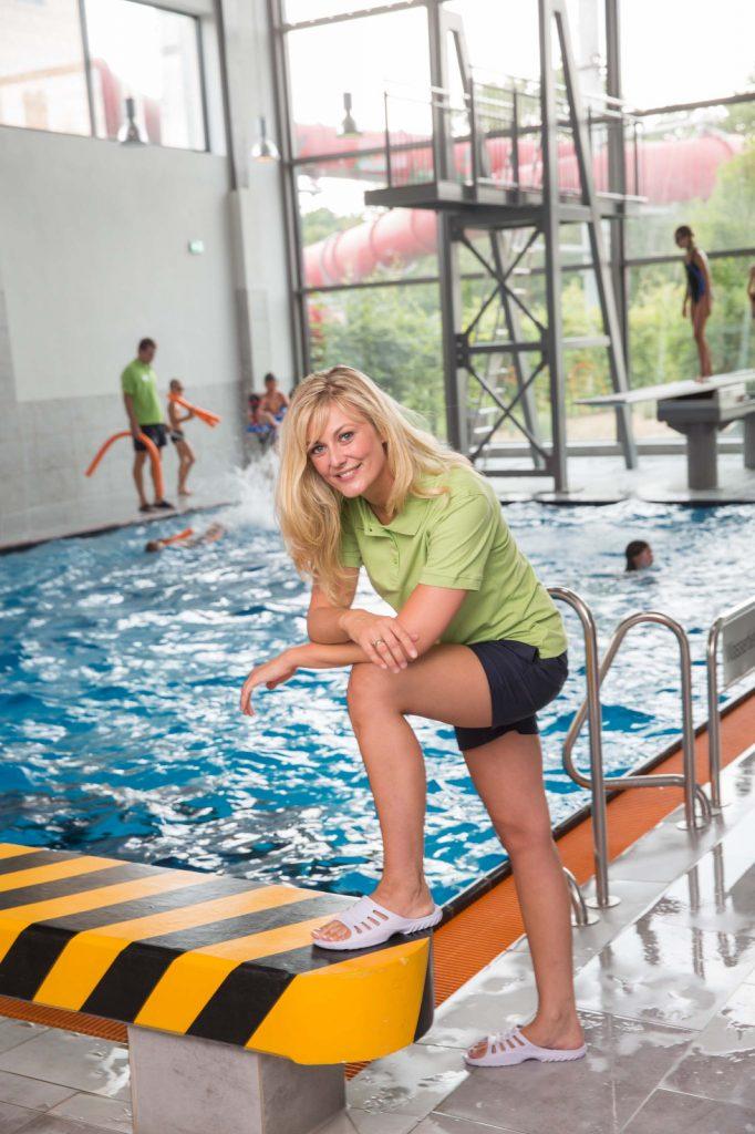 Anastasia Winkelmann bei der Arbeit im Schwimmbad